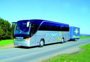 Bus mit Spezial-Radlanhänger